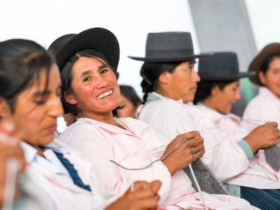 Filomena Taco Quisp of Diamanta knitting with Alpaca yarn in Peru